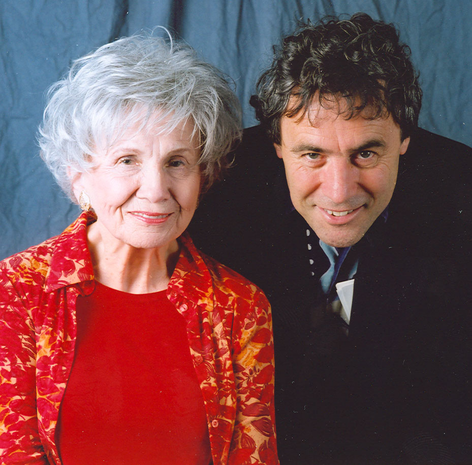 alice munro and james purdy At the end of my recent post about raymond carver, i noted the influence of james purdy on carver and gordon lish, an influence i hadn't paid attention to before coincidental to my rereading of carver, i picked up a copy of the complete short stories of ja.