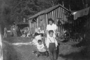 Kluckner Fumiko Fukuhara her children their cabin Calhoun Farm