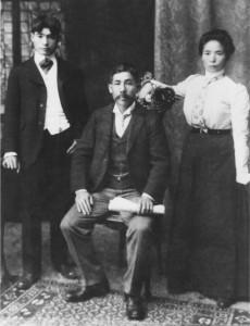 Switzer, Ann-Lee Paul Okamura photo of mikuni family 1901-2