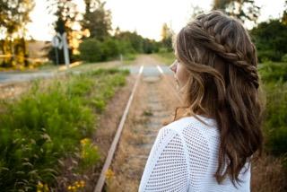 Rose, Kat railway tracks