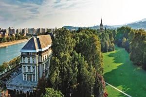 6-grand-hotel-budapest-left