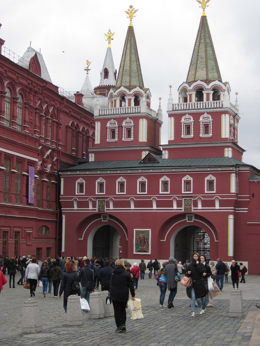 entrance-to-the-red-square
