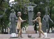 seven-vices-sculture-moscow