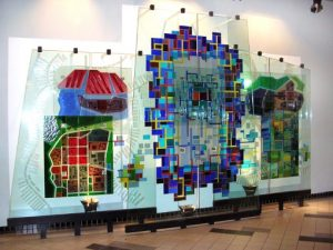 johnson-dean-4-glass-sculpture-by-mary-filer-at-sfu-harbour-centre-1990