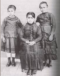 oppenheimer-8-hannah-nukwa-oppenheim-and-two-of-her-daughters-1890s